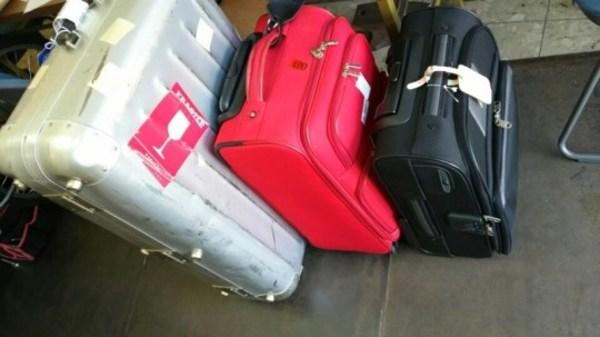 旅行バッグ、キャリーケースの車輪修理サムネイル