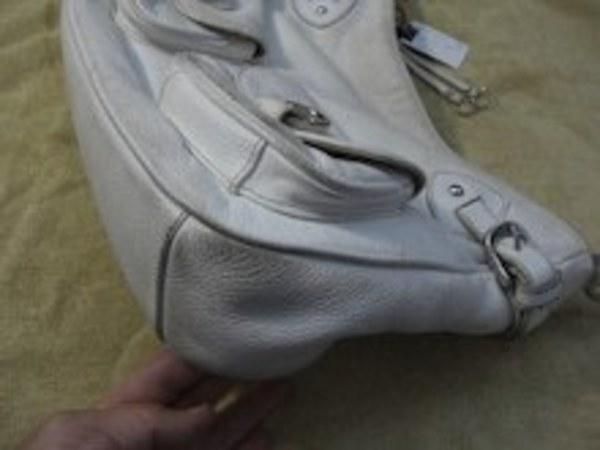 真っ白なバッグのクリーニングサムネイル